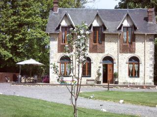4 bedroom Cottage with Internet Access in Alençon - Alençon vacation rentals