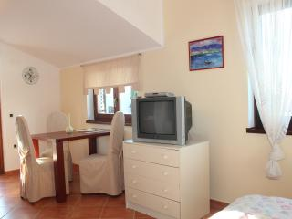Romantic 1 bedroom Townhouse in Banjole - Banjole vacation rentals