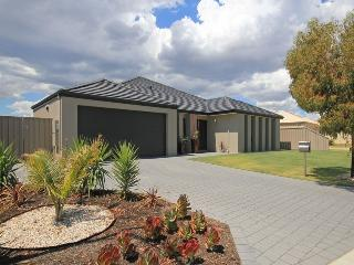 Beautiful 4 bedroom Carramar House with Internet Access - Carramar vacation rentals