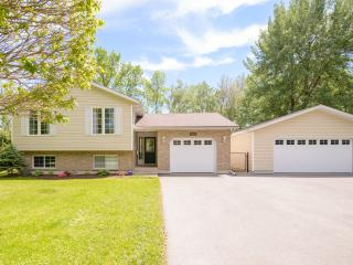 Spacious 6 bedroom House in Niagara Falls - Niagara Falls vacation rentals