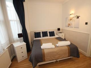 2 Bedroom Garden Apartment - London vacation rentals