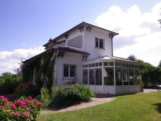 Bright 4 bedroom Villa in Yvelines with Internet Access - Yvelines vacation rentals