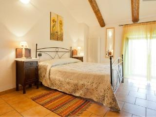 Agriturismo La Cantina appartamento 5posti letto - Farigliano vacation rentals