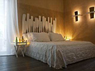 Bright 11 bedroom Santa Croce del Sannio Farmhouse Barn with Internet Access - Santa Croce del Sannio vacation rentals