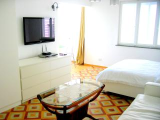 Unit E- AMAZING BIG STUDIO - Tel Aviv vacation rentals