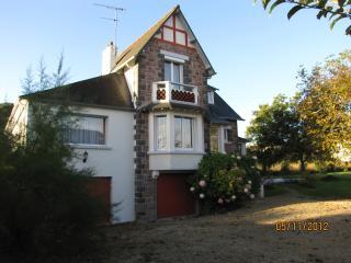 NICE VILLA NEAR CASINO BEACH - Saint-Quay-Portrieux vacation rentals