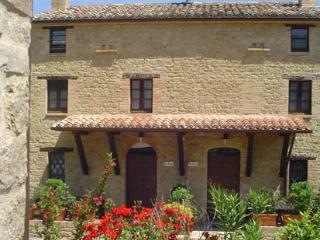 Nice House with Internet Access and Shared Outdoor Pool - Penna San Giovanni vacation rentals