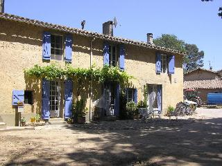 Lovely 2 bedroom Gite in Carcassonne with Internet Access - Carcassonne vacation rentals