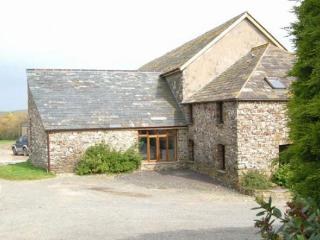 Cozy 2 bedroom Cottage in Morwenstow with Parking Space - Morwenstow vacation rentals