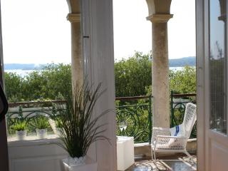 Beautiful Condo with A/C and Satellite Or Cable TV in Pula - Pula vacation rentals