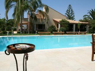 Villa with pool close beach - Fanusa vacation rentals