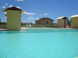 Cozy 2 bedroom Condo in Pescia Romana - Pescia Romana vacation rentals