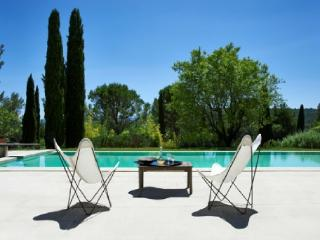 French Country House Vacation Rental with a Pool in Gordes - Aix-en-Provence vacation rentals