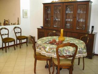 Bright 4 bedroom Guest house in Lamezia Terme with Deck - Lamezia Terme vacation rentals