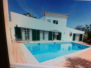Bright 4 bedroom Portimão House with Short Breaks Allowed - Portimão vacation rentals