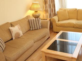 1 Bedroom 1st Floor Apartment - London vacation rentals