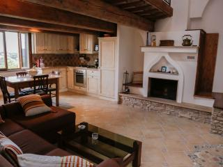 3 bedroom House with Hot Tub in Citerna - Citerna vacation rentals