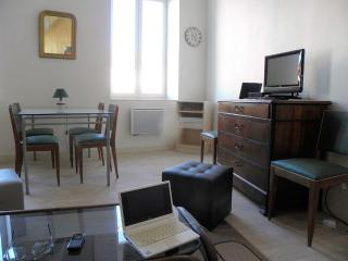 Cozy 2 bedroom Tain-l'Hermitage Condo with Internet Access - Tain-l'Hermitage vacation rentals