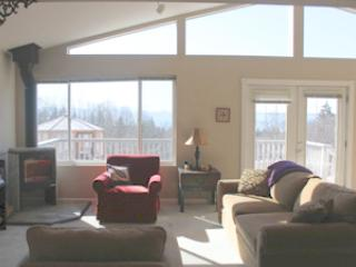 Living area - Kachemak Vista, In town, view of Kachemak Bay - Homer - rentals