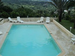 Villa Du Bonheur , située au Centre de l'Ile - Fort-de-France vacation rentals