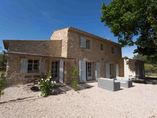 Bergerie le Bonhomme, 4 Bedroom Luberon Vacation Home - Montjustin vacation rentals