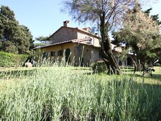 Cozy 3 bedroom Farmhouse Barn in Quercianella with Internet Access - Quercianella vacation rentals