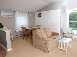 Immaculate renovated cottage near Craigville beach - Centerville vacation rentals