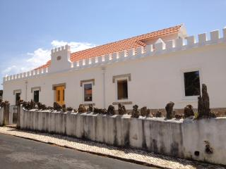 1 bedroom Bed and Breakfast with Internet Access in Praia das Macas - Praia das Macas vacation rentals