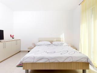 Studio apartment with balcony (2) - Podstrana vacation rentals