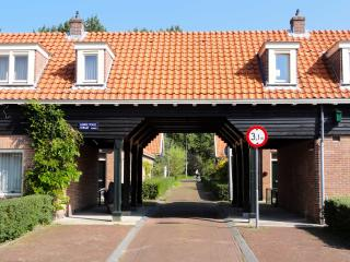 cozy 1 bedroom house in Amsterdam, free parking - Amsterdam vacation rentals