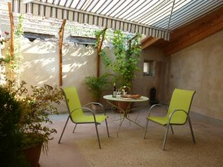 Nice Townhouse with Internet Access and Washing Machine - Realmont vacation rentals