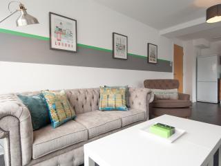 2 bedroom Condo with Elevator Access in Glasgow - Glasgow vacation rentals