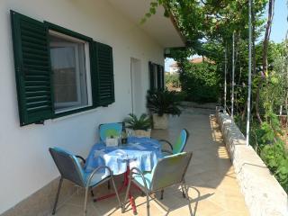 Comfortable apartment A4+1 - Okrug Gornji vacation rentals