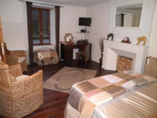 Bed & Breakfast on the Nantes-Brest Canal - Port-Launay vacation rentals