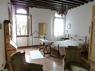 Elegant apartment garden canal view - Venice vacation rentals