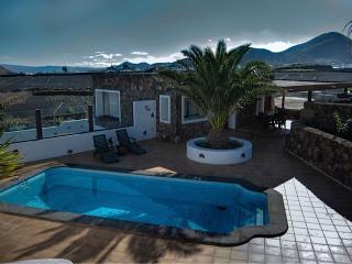 Casa Morro Las Peladas, in Tinajo - Tinajo vacation rentals