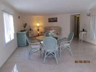 Nice Condo with Television and Microwave - Draguignan vacation rentals