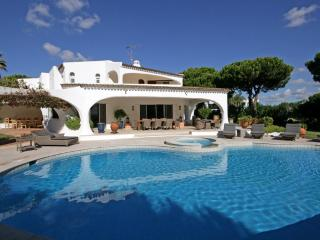 Nice Villa with A/C and Satellite Or Cable TV - Quinta do Lago vacation rentals