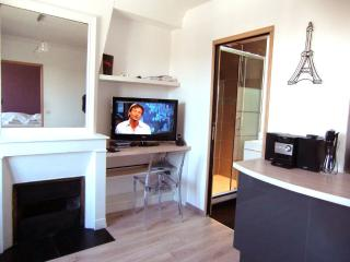 Cozy 1 bedroom Asnieres-sur-Seine Condo with Internet Access - Asnieres-sur-Seine vacation rentals