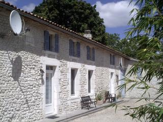 1 bedroom Farmhouse Barn with Internet Access in Jonzac - Jonzac vacation rentals
