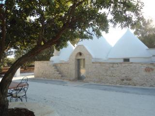 Cozy 3 bedroom Trullo in San Michele Salentino - San Michele Salentino vacation rentals