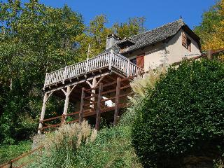 Sunny Cottage with Balcony and Central Heating - Vieillevie vacation rentals