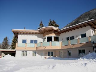 Cozy 2 bedroom Apartment in Innsbruck with Internet Access - Innsbruck vacation rentals