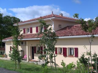 Beautiful 3 bedroom Gite in Samatan with Internet Access - Samatan vacation rentals
