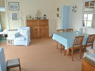 Cozy 3 bedroom Bungalow in Eastbourne with DVD Player - Eastbourne vacation rentals