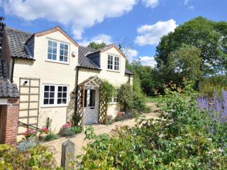 Perfect 2 bedroom Melton Mowbray Cottage with Internet Access - Melton Mowbray vacation rentals
