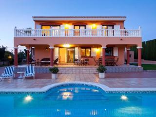 Villa Tino, near Playa d'en Bossa and Ibiza Town! Private Pool, Wifi and Aircon. - Ibiza Town vacation rentals