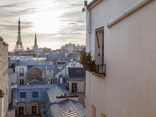 View on Eiffel - Lincoln, 8th - Paris vacation rentals