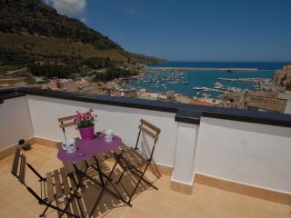 Elegante Bilo-Suite.2  a 50 mt. dal porto - Castellammare del Golfo vacation rentals