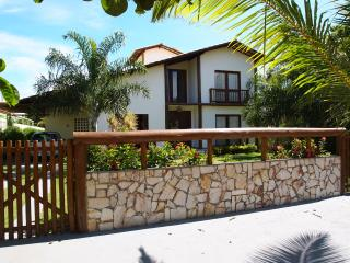 Nice Villa with Internet Access and A/C - Itacimirim vacation rentals